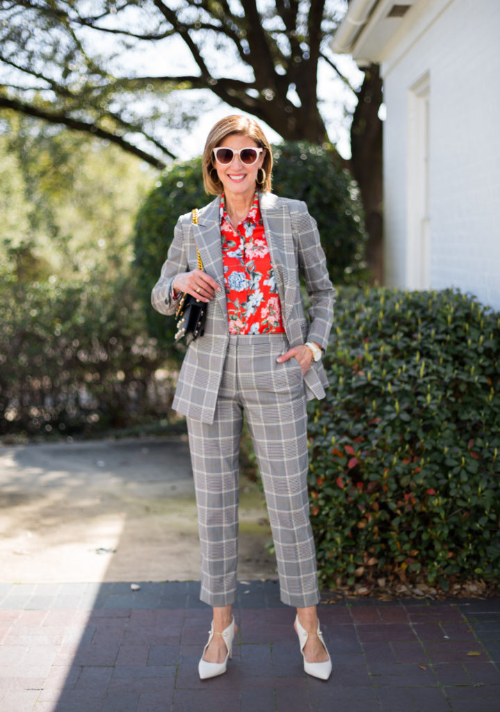 #mixingprints #over50blog #fashionomics #plaidontrend