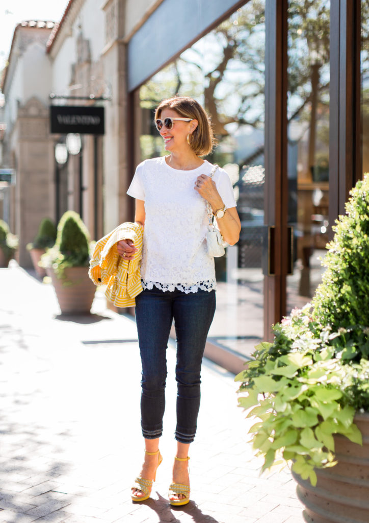 over 40 style and over 40 blogger wearing yellow sandal and white quilted mini bag