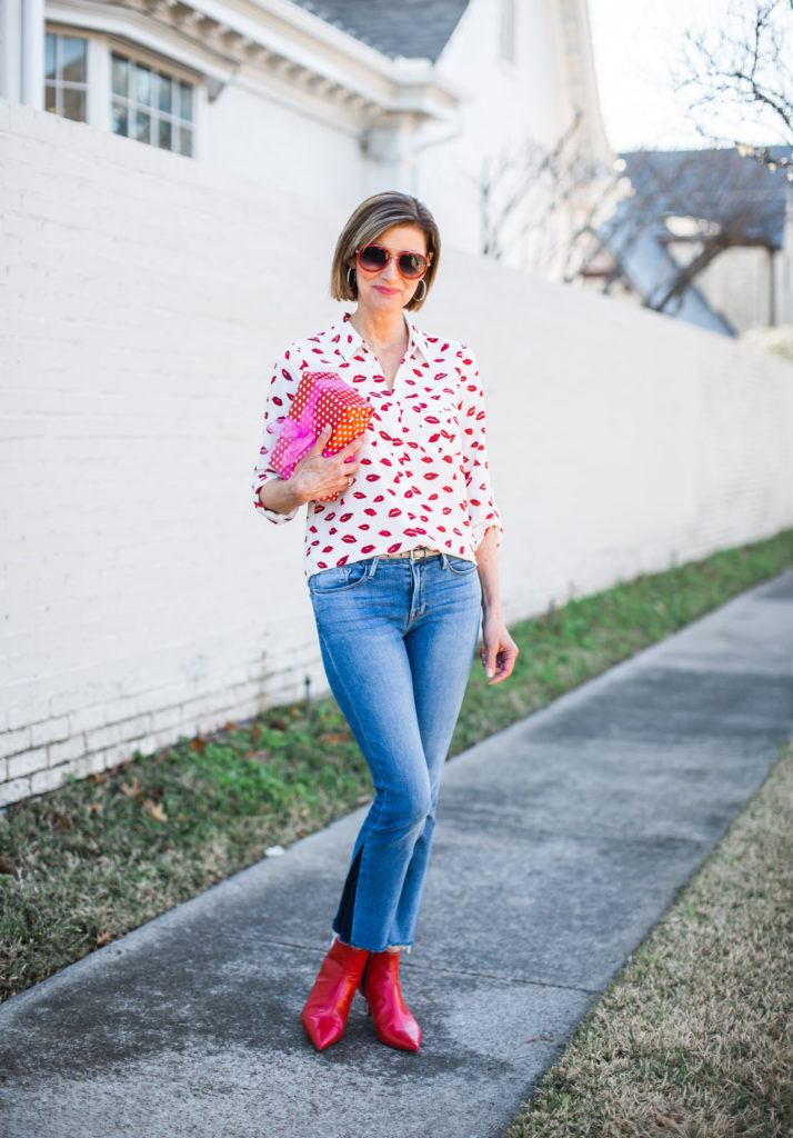 Fashionomics blogger in jeans and joie blouse