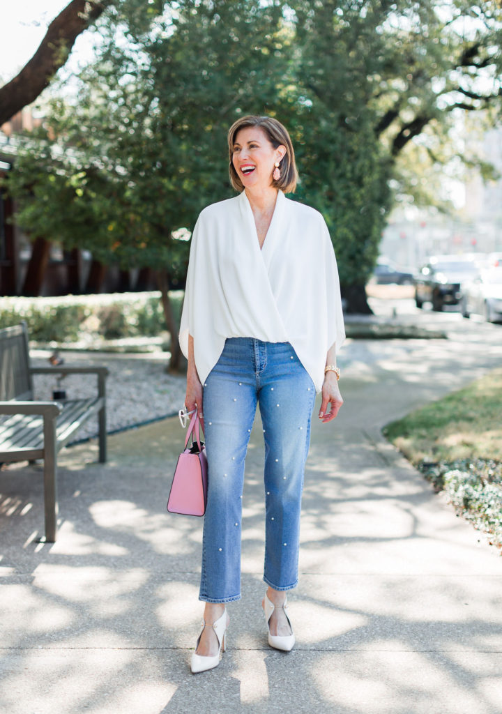 Over 50 blogger wearing white pumps all year long