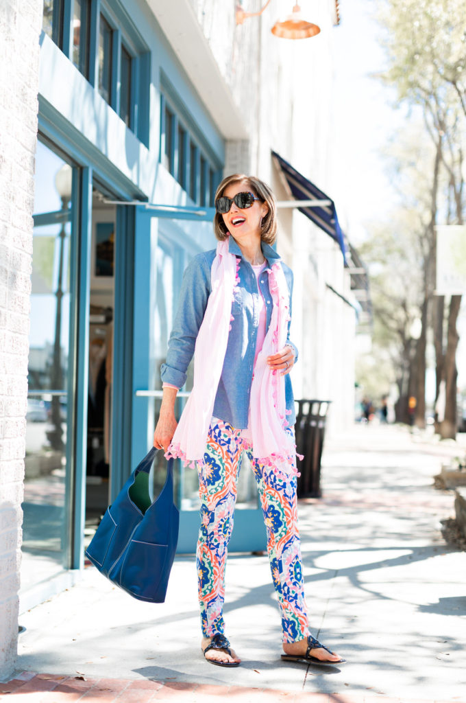 How to style patterned jeans for your summer trips on Fashionomics Blog