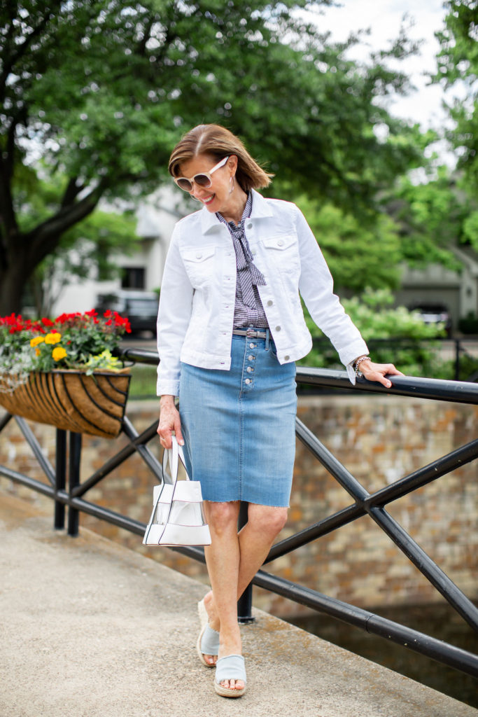 dallas blogger in denim skirt